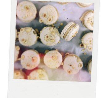 Macarons au chocolat blanc caramélisé et aux noisettes