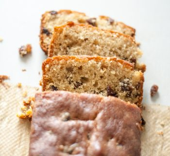 Almond and raisin tea cake
